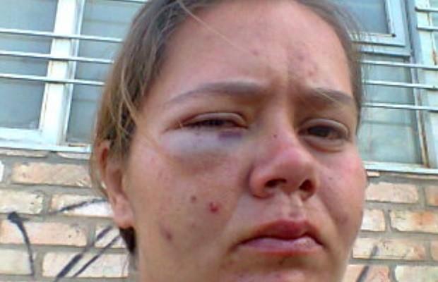 Mulher diz que apanhou de segurança ao defender cão em supermercado