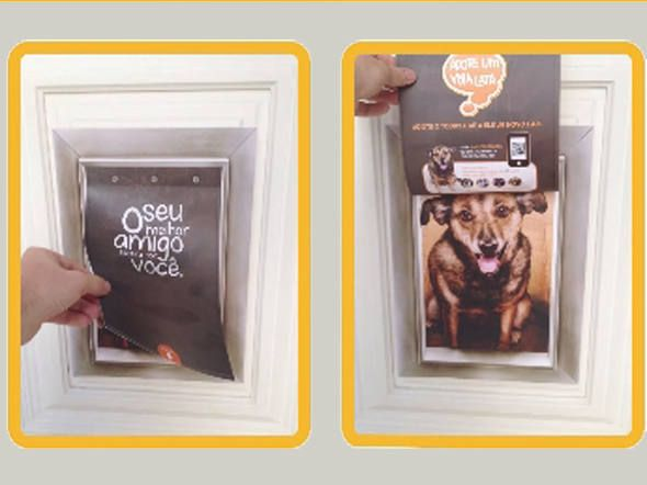 Pôsters simulam portinhas de cachorro e promovem adoção