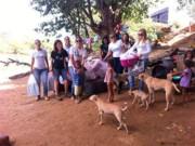 Ong Lobo leva apoio à família e animais que vivem embaixo de ponte em Barreiras, BA