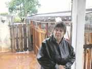 PR: Chuva alaga canil de ONG e entidade pede doações