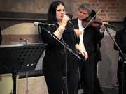 Twyla transforma a música em instrumento para cuidar de 80 cachorros