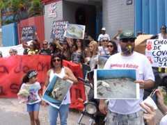 Ativistas fazem protesto em frente academia em BH por morte de cadela