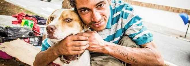 'Morreria pelo meu cachorro': veja a relação entre moradores de ruas e seus cães