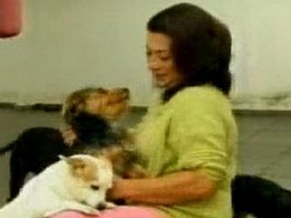 Mulher recebe carta ameaçando cães de morte em Varginha, MG