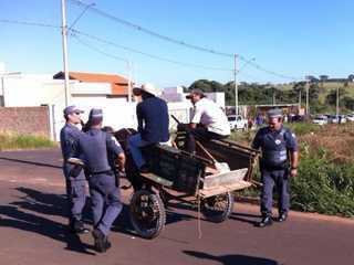 Polícia Ambiental multa carroceiros em R$ 12 mil em Rio Preto, SP