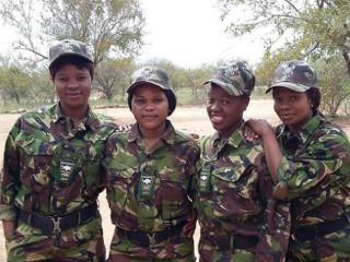 Africa mulheres luta caca H