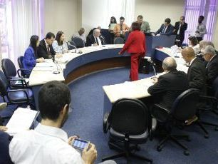 CCJ da Alepe aprova projeto que proíbe uso de cães para guarda patrimonial e pessoal em Pernambuco