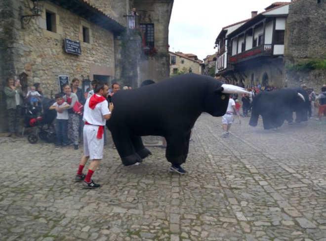 Espanha: Tanos utilizará touros infláveis mas mantém a corrida de burros em festival