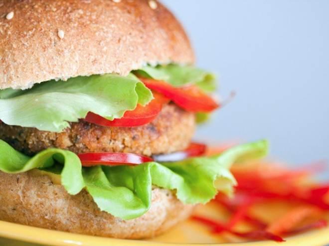 Evento serve hambúrgueres veganos a R$ 15