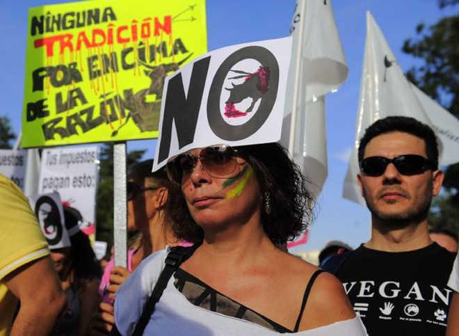 Milhares protestam em Madri contra as corridas de touros
