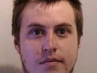 Polícia prende homem que invadiu casa e pintou cachorro de roxo nos EUA
