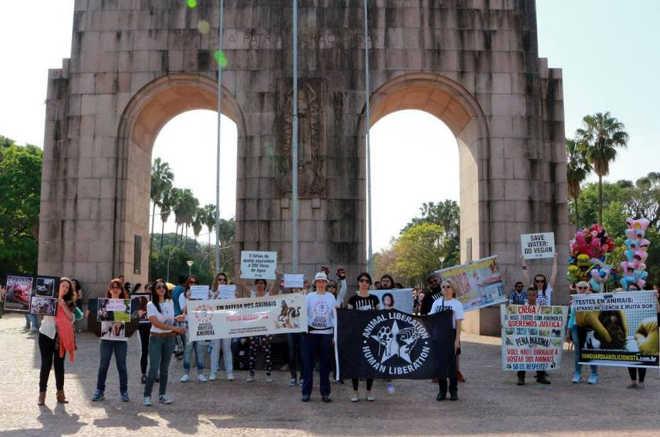Porto Alegre (RS) realiza Marcha da Defesa Animal no Brique da Redenção