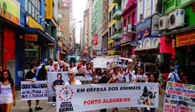 Ativistas de 50 cidades do Brasil participam da Marcha de Defesa Animal neste domingo