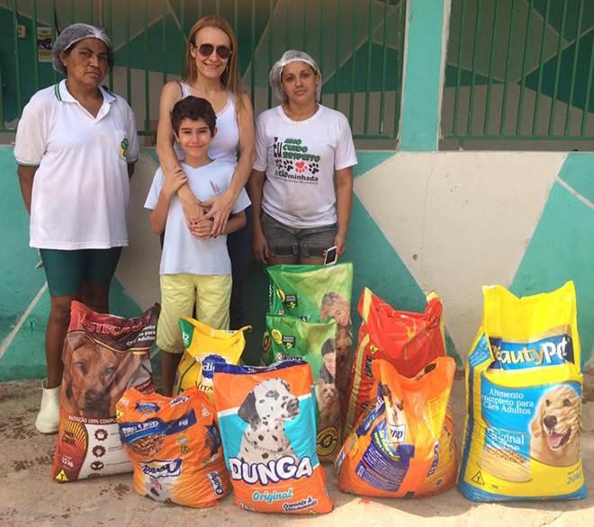 Criança no Piauí troca presentes por ração e dá lição de bondade