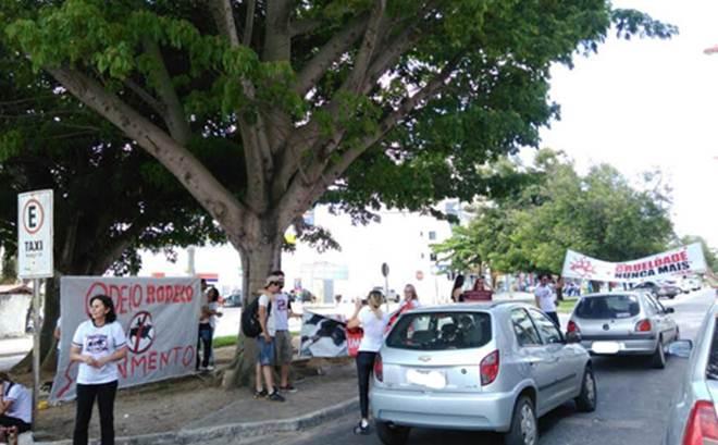Bahia: Conquistenses vão às ruas contra rodeio e vaquejada