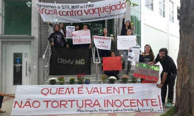 Médicos veterinários protestam contra apoio de seu conselho à vaquejada