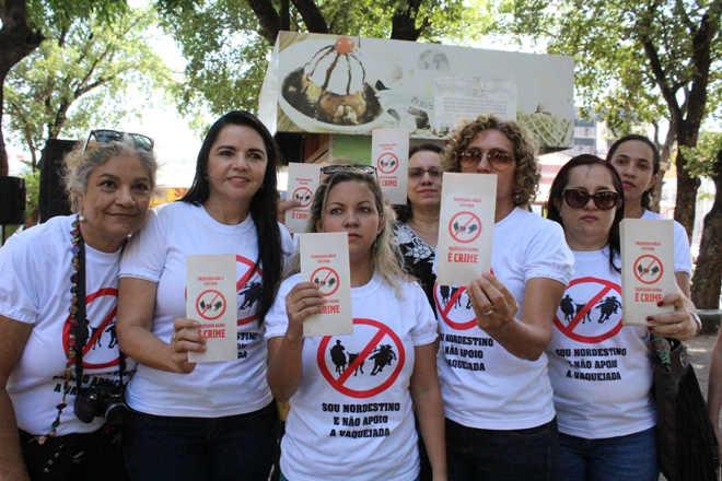 Defensores dos animais realizam ato em Teresina (PI) contra a vaquejada