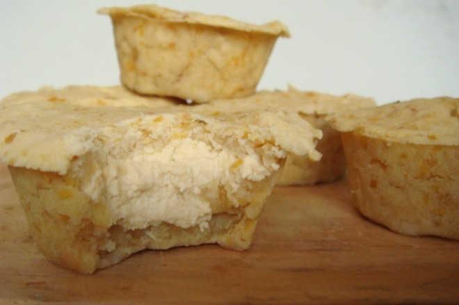 Empadinha de grão-de-bico e queijo