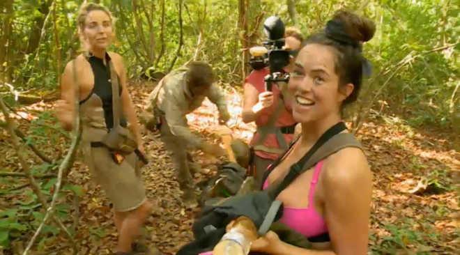 Karen Danczuk criticada por ativistas por matar um peru em episódio de Celebrity Island com Bear Grylls