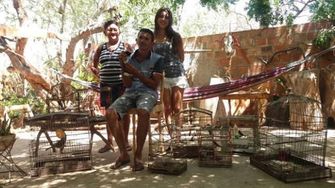 Mestre artesão devolve à liberdade animais silvestres mantidos em cativeiro, na Ilha do Ferro, AL