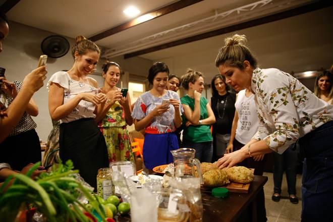 Apresentadora do GNT ministra workshop vegano em Fortaleza, CE