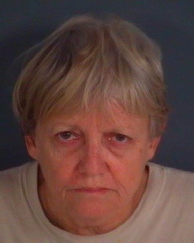 Mulher presa após encontrarem 22 gatos mortos em uma casa na Flórida, EUA