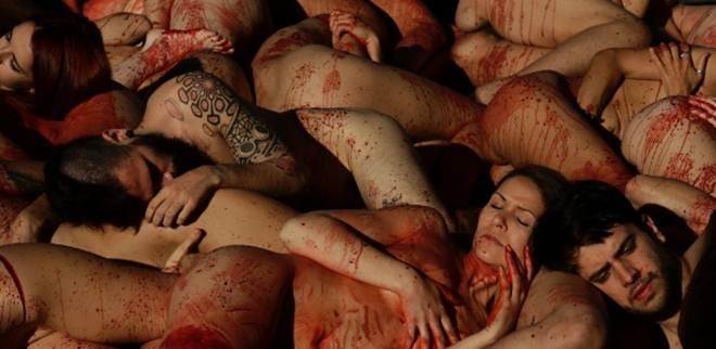 Ativistas protestam nus em Barcelona contra roupas de pele animal