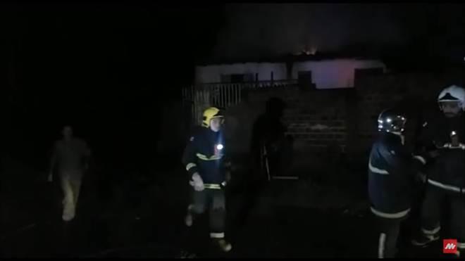 Em Maringá (PR), incêndio destrói casa no Jardim Universo e vizinhos salvam cachorros
