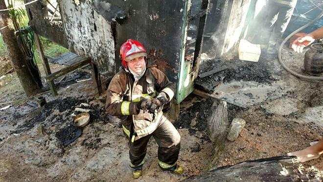 Seis filhotes de cachorro são resgatados durante incêndio em casa na zona norte de Manaus, AM