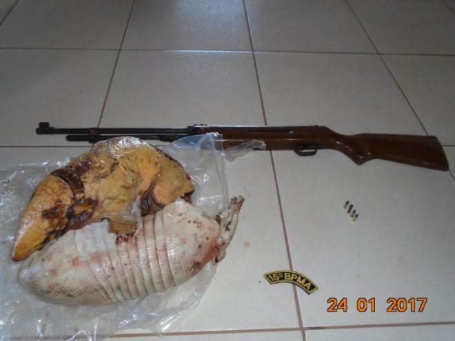 Caçadores são presos em flagrante por abate de tatus em Cassilândia, MS