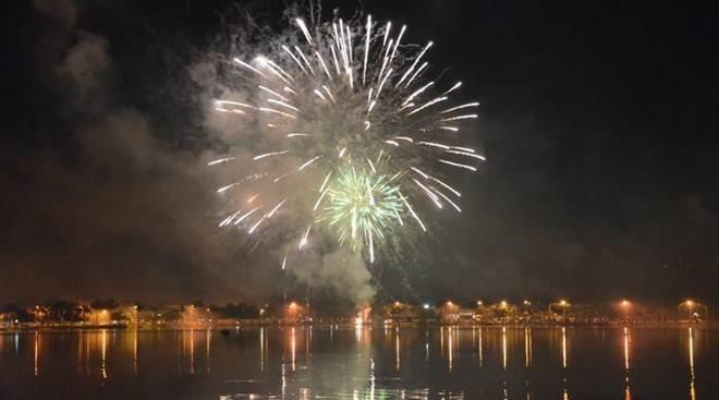 Prefeitura justifica motivo do cancelamento de fogos do Réveillon na Orla da Lagoa Maior, em Três Lagoas, MS