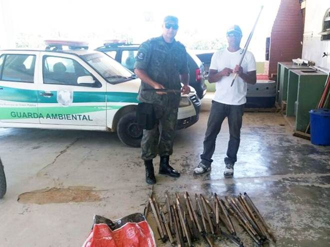 Guarda Ambiental acha armadilhas para capturar preás em Macaé, no RJ