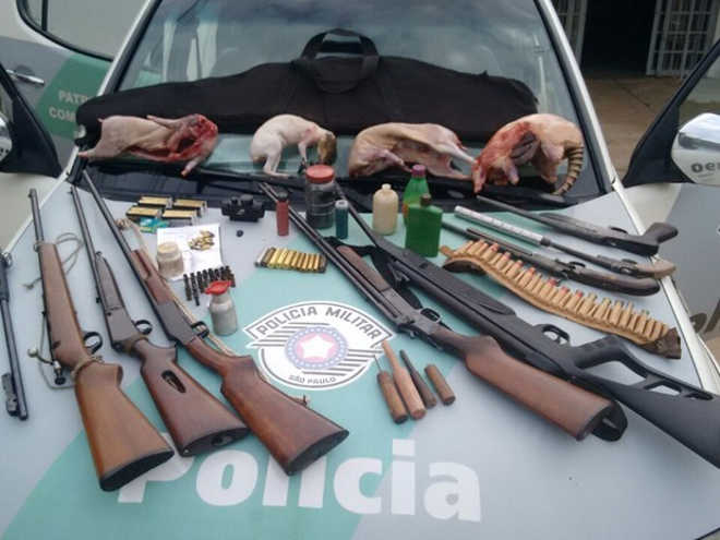 Polícia Ambiental apreende armas e animais mortos em Valparaíso, SP