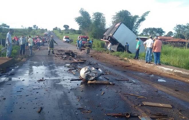 Acidente deixa três feridos e oito animais mortos, em Rialma, GO