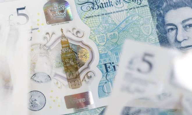 BC da Inglaterra vai manter sebo em cédulas de £ 5 e £ 10 apesar de pressão de veganos