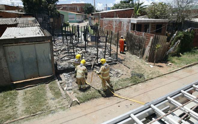 Incêndio destrói barraco no DF; cachorro do dono foi encontrado carbonizado