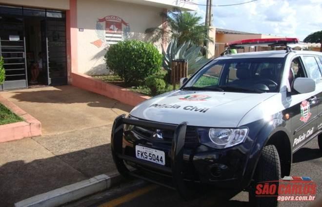 """Mulher que """"descartou"""" cachorrinho é detida pela Polícia Civil de Ibaté, SP"""