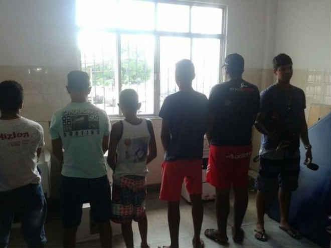 Polícia detém seis e desarticula rinha de galo em Paulo Afonso, BA