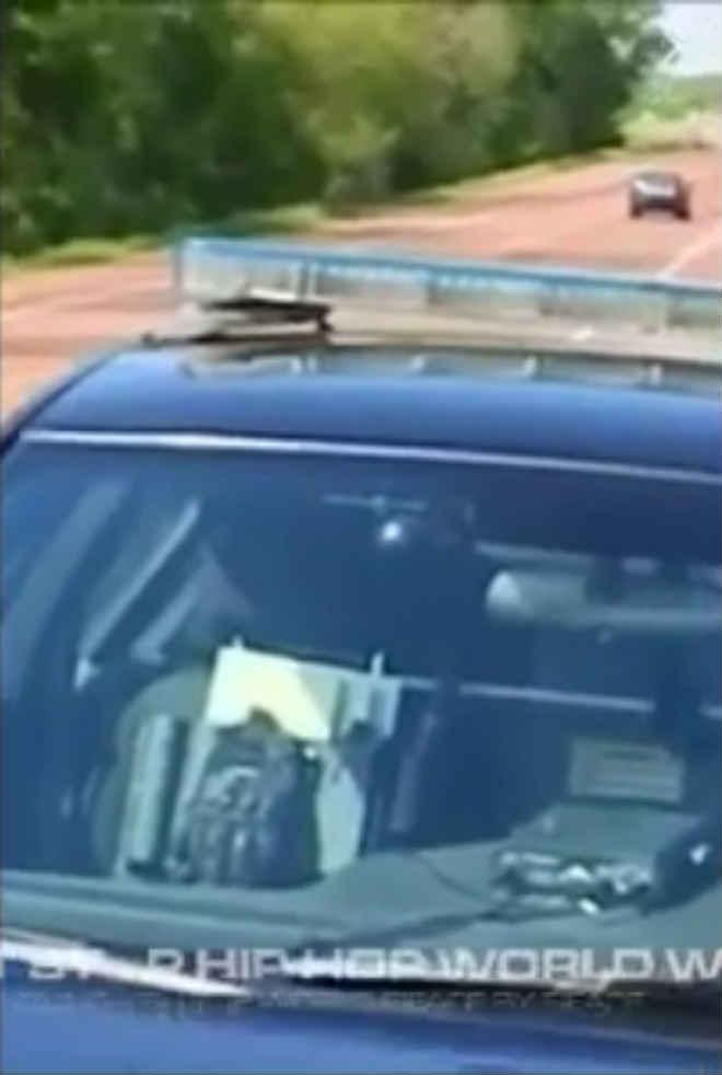 Polícias despedidos após gravarem vídeo polémico para o Facebook em que atiram em cão