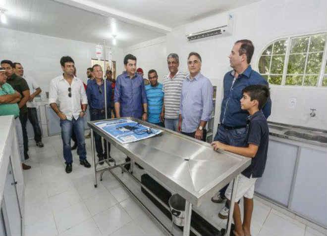 Prefeito de João Pessoa (PE) visita ambulatório recém-inaugurado da Bica