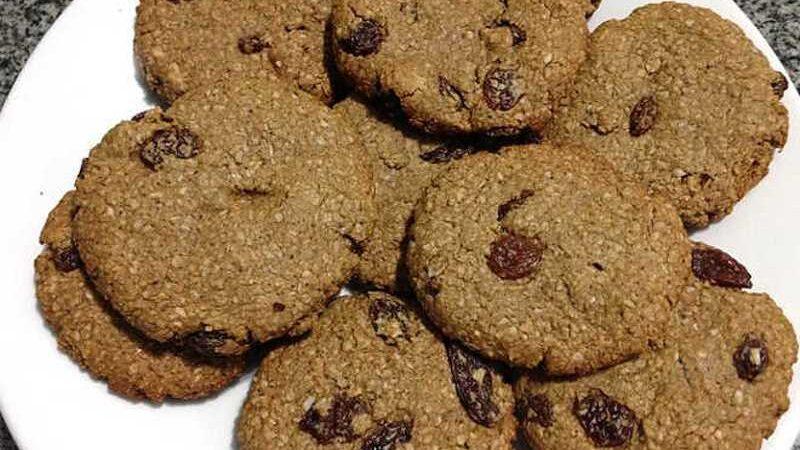 Cookies de aveia, pasta de amendoim e canela