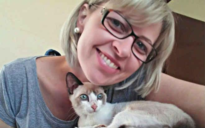 Moradora da Sertãozinho (SP) tem mais de 60 gatos em casa e luta contra violência aos animais