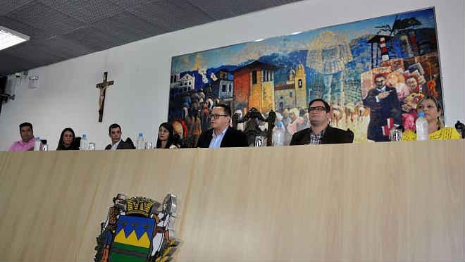 Audiência gera documentos em prol de políticas para animais na região do Vale do Paraíba, SP