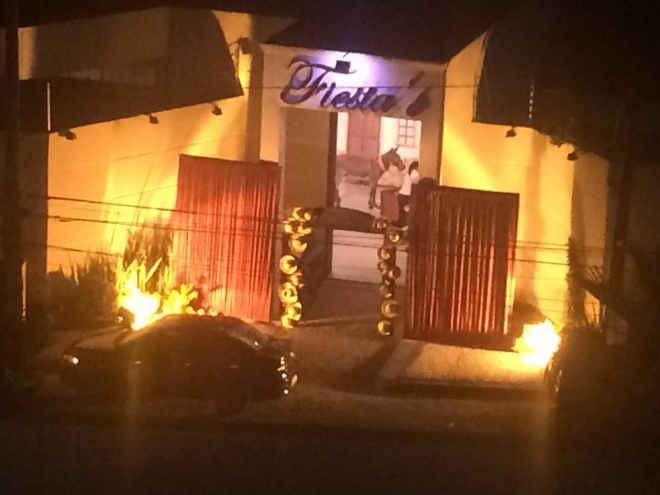 """Vizinha denuncia maus-tratos a jumento usado como """"decoração"""" em festa junina em buffet"""