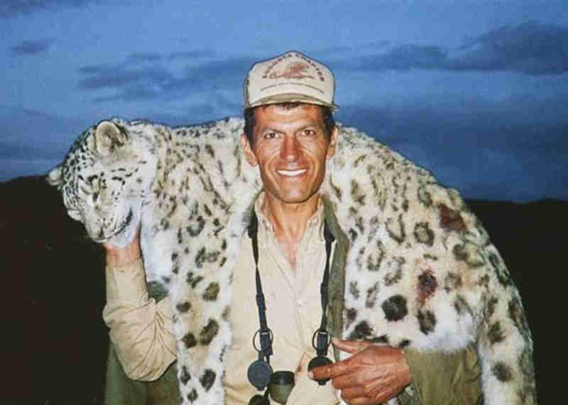 Caçador com leopardo aos ombros gera revolta