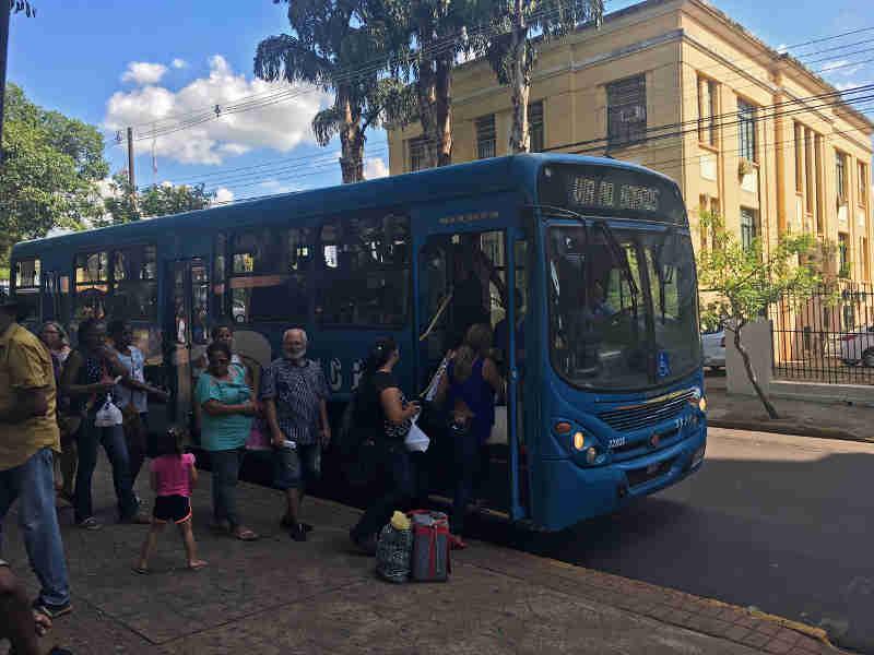 Passageiros podem transportar animais domésticos nos ônibus de transporte coletivo, em Presidente Prudente (Foto: Wellington Roberto / G1)