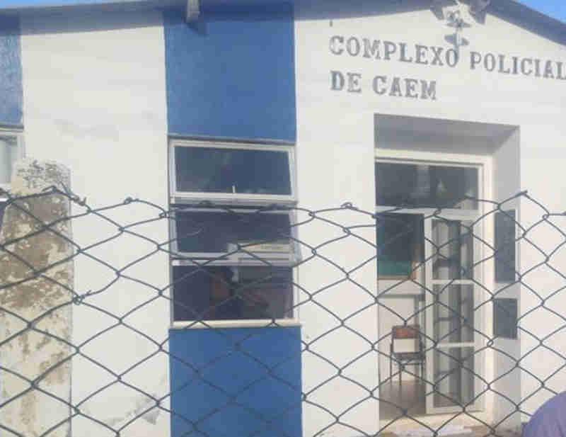 Treze homens são detidos pela Polícia Militar em Caém (BA), flagrados em uma rinha de galo