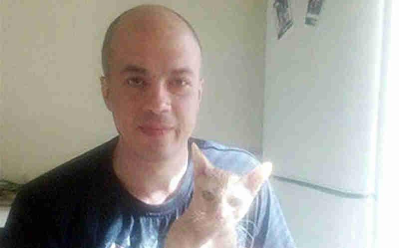 Russo mata gato na máquina de lavar para se vingar da 'ex' e filma