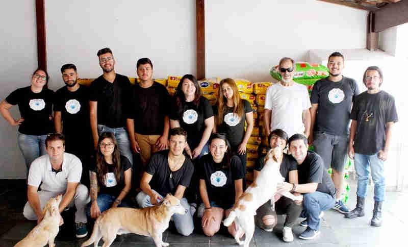 ONG Patre inicia a entrega de duas toneladas de ração para protetores da região de Taboão da Serra, SP