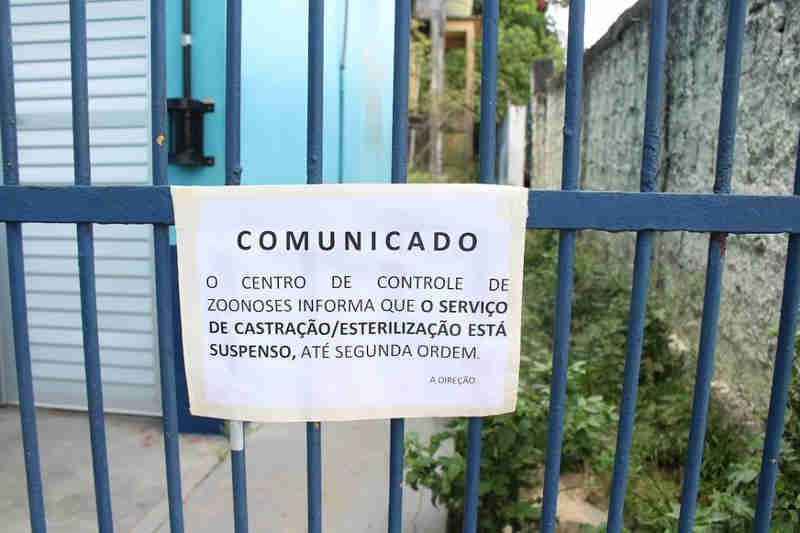 Suspenso por remédios vencidos, CCZ diz estar em 'reforma' e cancela atendimentos